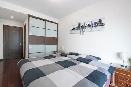 Room downtown Jing'an next to metro with Riverview - Shanghai - Apartment