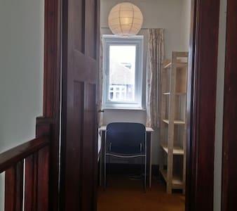 Quiet & Tidy Economic Single Room - House
