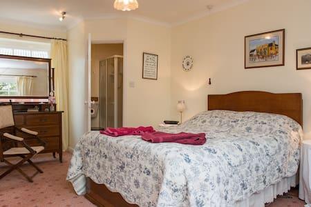 Lovely farm stay B&B - family room - St Mabyn