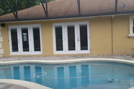 Comfy lg. Private Bed N Bathroom - Winter Haven - House