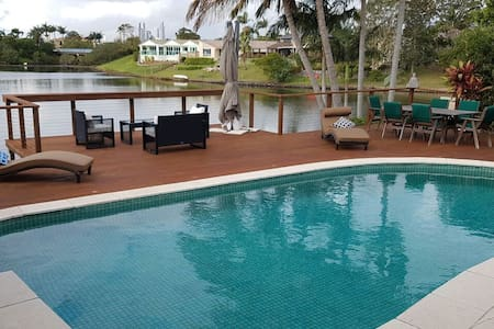 Family holiday resort home on a private lake &pool - Benowa