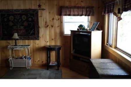 Lake Life; Cozy Oak Cabin - Westmanland