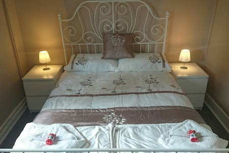 Double room in peaceful mountain cottage - Bungalow