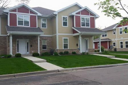 Spacious 3BR - Close to Downtown - Monona - Townhouse