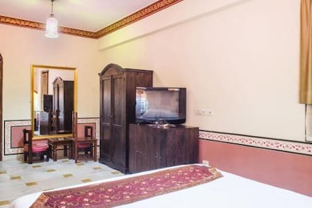 Luxury Royal Jaipur Thikhana Suite on Hawa Sarak - Jaipur - Boutique hotel