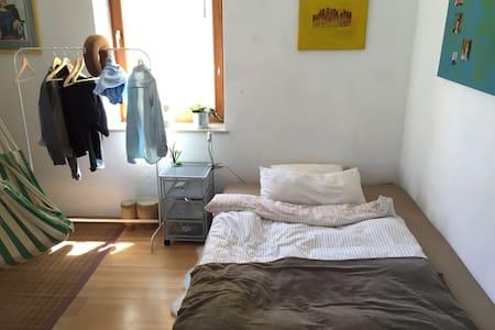 Helles schönes Zimmer nähe München - Apartament
