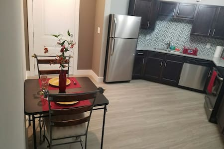 Brand New Downtown Apartment - Best Location! - Flat