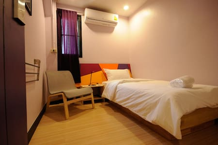 ROOM at VIPA - 1 [single room / share bathroom] - Bangkok
