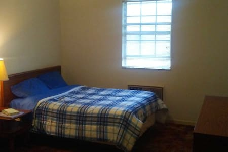 Simple and Comfy Private Room - Clarksville - Apartamento