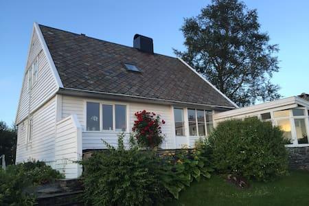 Solfylt hus med fantastisk utsikt - Bergen - Casa