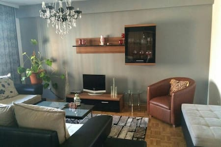 Beautiful room near the city center - Prishtinë - Apartemen