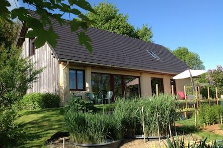 """Chambre d'hôtes """"De paille et d'argile"""" - Touligny - Erdhaus"""