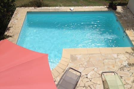 logement indépendant avec piscine - Lakás