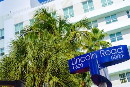 Location Location Location STUDIO - Apartment