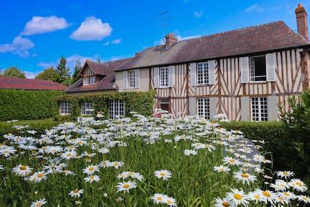 """Chambres d'hôte de charme """"La Douce Folie"""" - Saint-Julien-le-Faucon - Guesthouse"""