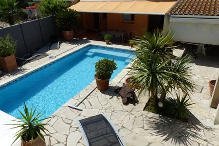 Maison moderne avec, terrasses, jardin et pisine - Balaruc-le-Vieux - Villa
