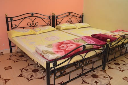 Budget 2 bhk in a Strawberry farm - Satara - Wohnung