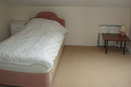 Rooms in Shared House AVALIABLE - Casa