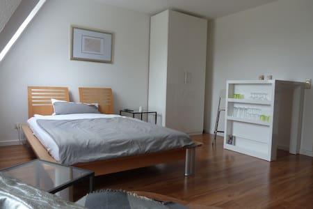 Gemütliche und moderne Wohnung - Lejlighed