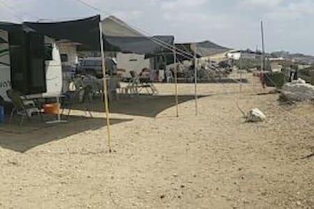 6 bed caravan - Camper/RV