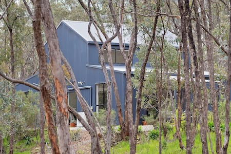 **NEW** Castlemaine Hideaway in the Trees - Haus