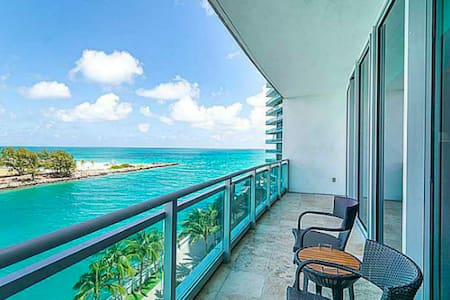 Oceanfront  Condo at Ritz Carlton in Bal Harbour - Bal Harbour - コンドミニアム