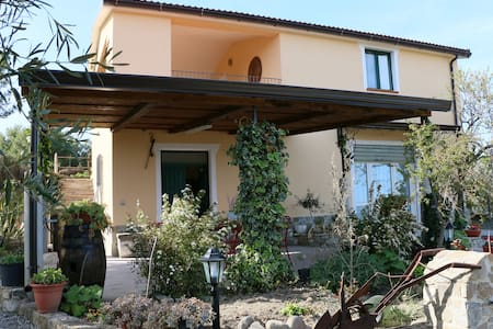 "B&B ""il Vigneto"" splendida vista mare - Bed & Breakfast"