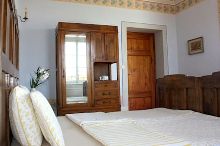 Bedroom in an old villa near Lucca - Haus