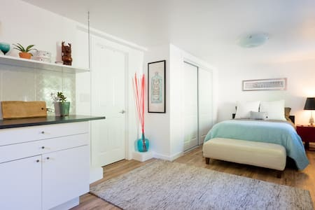 Private inlaw near OAK airport, ORACLE, BART to SF - Oakland - House