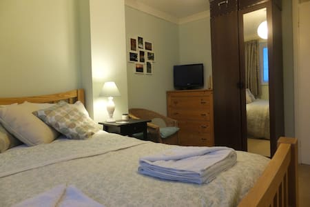 Sunny double room in Crystal Palace - London - Hus