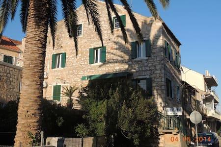 Apartments Dalmatian Stone House 2 - Stari Grad - Appartement