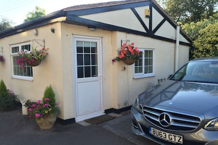 Spacious Luxury studio annex - Birchmoor - Guesthouse