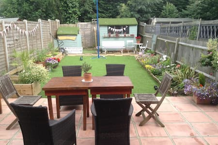 Family home ready to host you in a great location. - London - Apartment