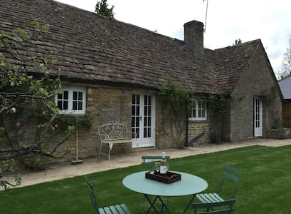 Pretty Gloucestershire 2 bedroom cottage - Hus