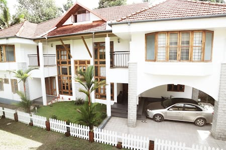 Luxury Serviced Villa in Kochi B&B with 4 rooms - Szoba reggelivel