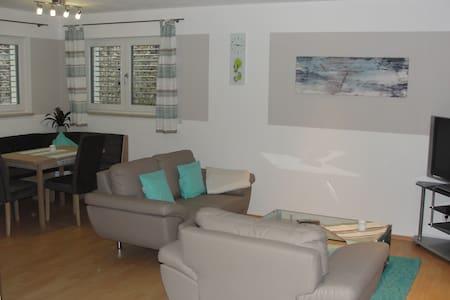 Komfortable neue Ferienwohnung mit 2 Schlafzimmern - Apartemen