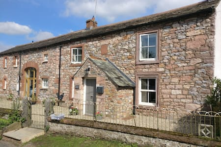 B&B in a Homely Cottage in the Eden Valley - Great Ormside, Appleby in Westmorland - Bed & Breakfast