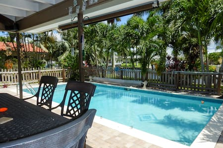 Cozy Gulf Access Heated Pool Home On Canal Florida - Cape Coral - Maison