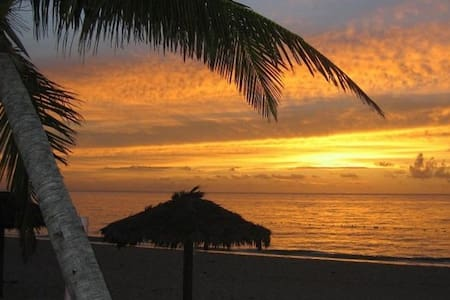 Coral Beach Condo, Oceanview Condo - Társasház