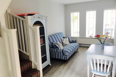Beautiful modern 1 bedroom cottage by the sea - Whitstable - House