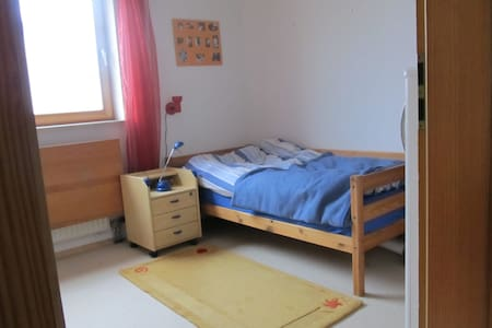 Zimmer in einer Doppelhaushälfte - Budenheim - Huis