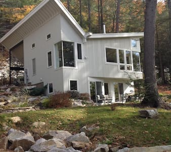 Contemporary Comfort on the Rocks! - Great Barrington - House