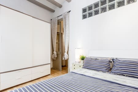 Cosy Double Room in Raval - Barcelona - Apartment