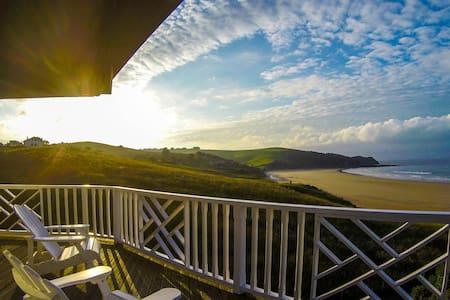 Sublime villa on Oyambre beach, Comillas - Huvila