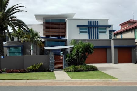 Beautiful Deep Water Frontage Home - Hus
