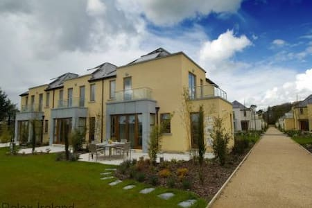 Waterford Castle Lodges, The Island, Co.Waterford - 3 Bed - Sleeps 6 - Hus