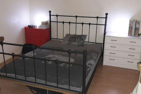 chambres confortables avec lit 2 personnes - Les Mureaux - Casa