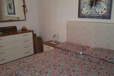 Semplice e comodo flat in centro - Lägenhet