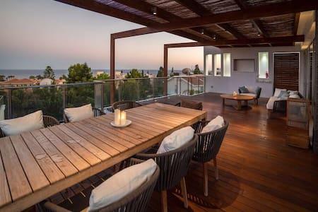 Sea  views  Luxury villa 5-bedrooms - Limassol - Casa