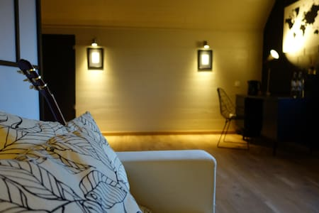 Cosy & Stylish B&B Attic Room - Bed & Breakfast